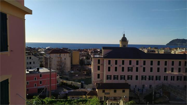 3+ bedroom apartment for sale in Alassio