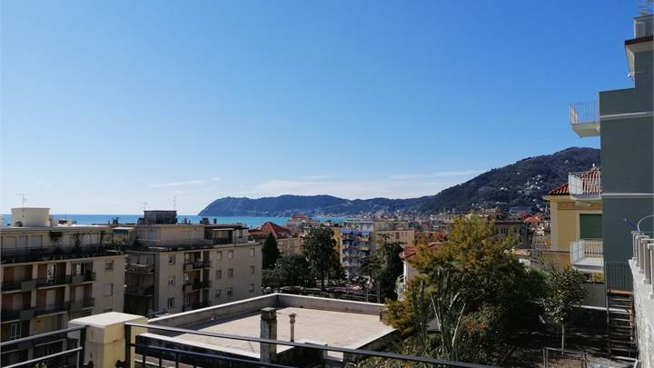 2 bedroom apartment for sale in Alassio